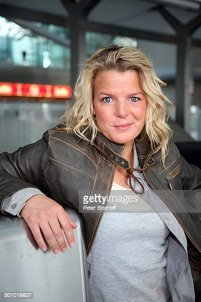 Mirja Boes Dreharbeiten zum RTLFilm Crazy Race 4 Flughafen Köln Deutschland Halle Terminal Gebäude Schauspielerin Komödiantin Promi FTP MZ...