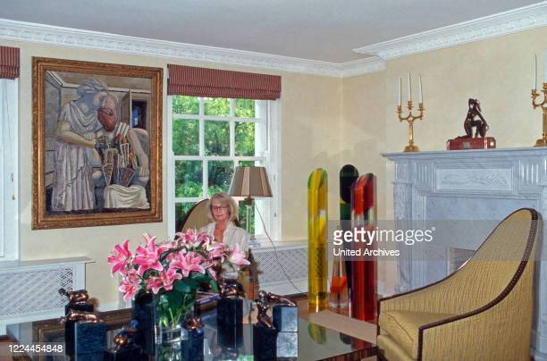 Mirja Sachs sitting and readingh in the living room