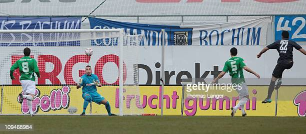 Mirkan Aydin of Bochum scores the 01 goal during the 2nd Bundesliga match between SpVgg Greuther Fuerth and VfL Bochum at the Trolli Arena on...