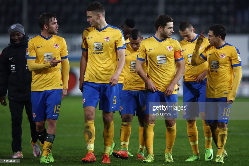 Mirko Boland (R) of Braunschweig discusses with Ken Reichel after the Second Bundesliga match between SV Sandhausen and Eintracht Braunschweig at Hardtwaldstadion on February 24, 2017 in Sandhausen, Germany.