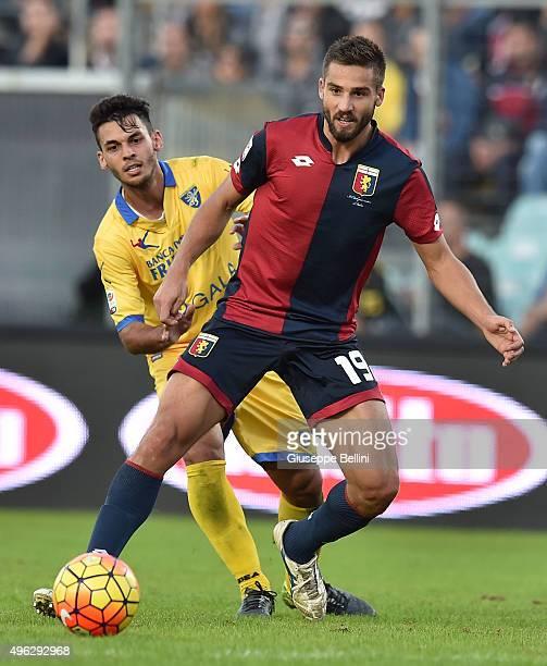 Mirko Gori of Frosinone and Leonardo Pavoletti of Genoa in action during the Serie A match between Frosinone Calcio and Genoa CFC at Stadio Matusa on...
