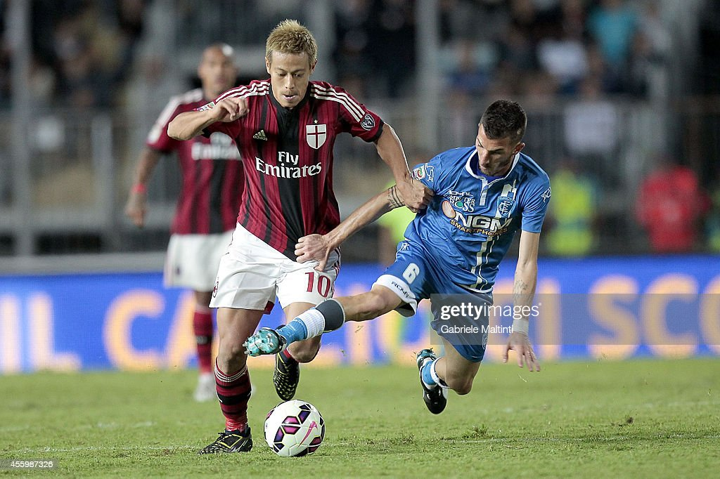 Mirko Valdifiori of Empoli Fc battles for the ball with Keisuke Honda of AC Milan during the Serie A match between Empoli FC and AC Milan at Stadio Carlo Castellani on September 23, 2014 in Empoli, Italy.