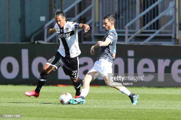 Mirko Valdifiori of Parma Calcio battles for the ball with Bruno Alves of SPAL during the Serie A match between Parma Calcio and SPAL at Stadio Ennio...