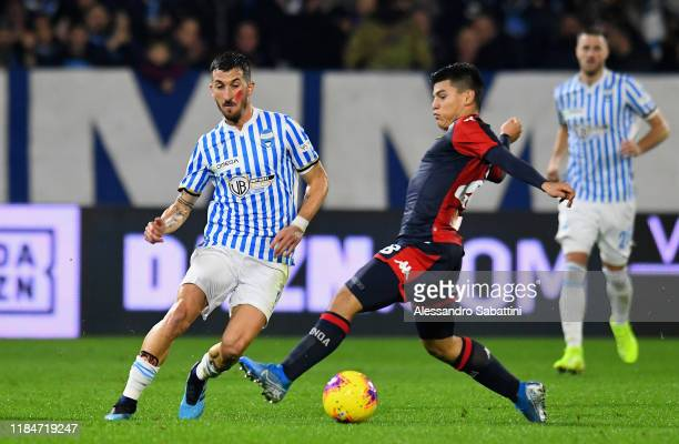 Mirko Valdifiori of SPAL competes for the ball with Kevin Agudelo of Genoa CFC during the Serie A match between SPAL and Genoa CFC at Stadio Paolo...