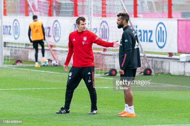 Miroslav Klose assistant coach of Bayern Muenchen speaks with Eric Maxim ChoupoMoting of FC Bayern Muenchen during a training session at Saebener...