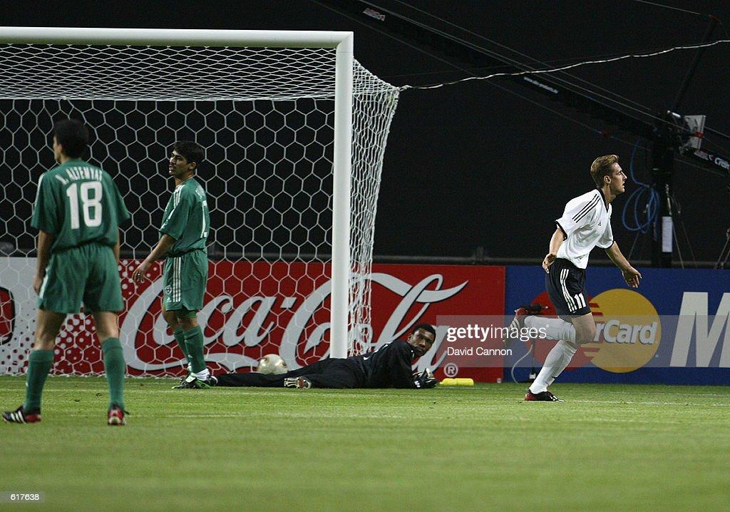 Miroslav Klose celebrates  : ニュース写真