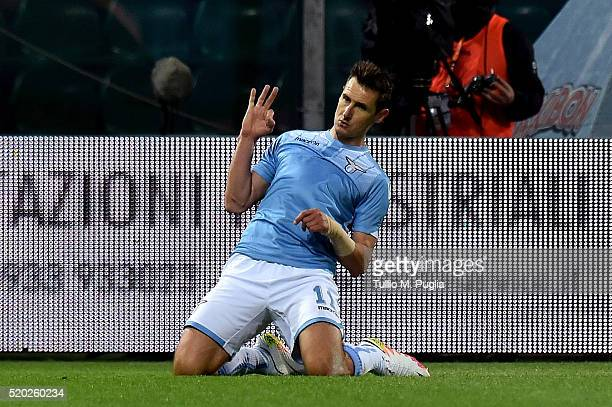Miroslav Klose of Lazio celebtates after scoring the opening goal during the Serie A match between US Citta di Palermo and SS Lazio at Stadio Renzo...