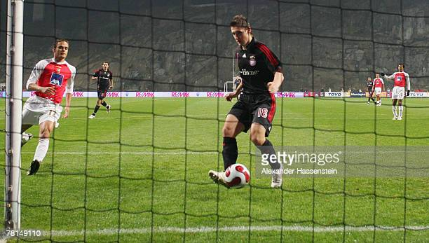 Miroslav Klose of Munich scores the first goal during the UEFA Cup Group F match between SC Braga and FC Bayern Munich at the Estadio AXA on November...