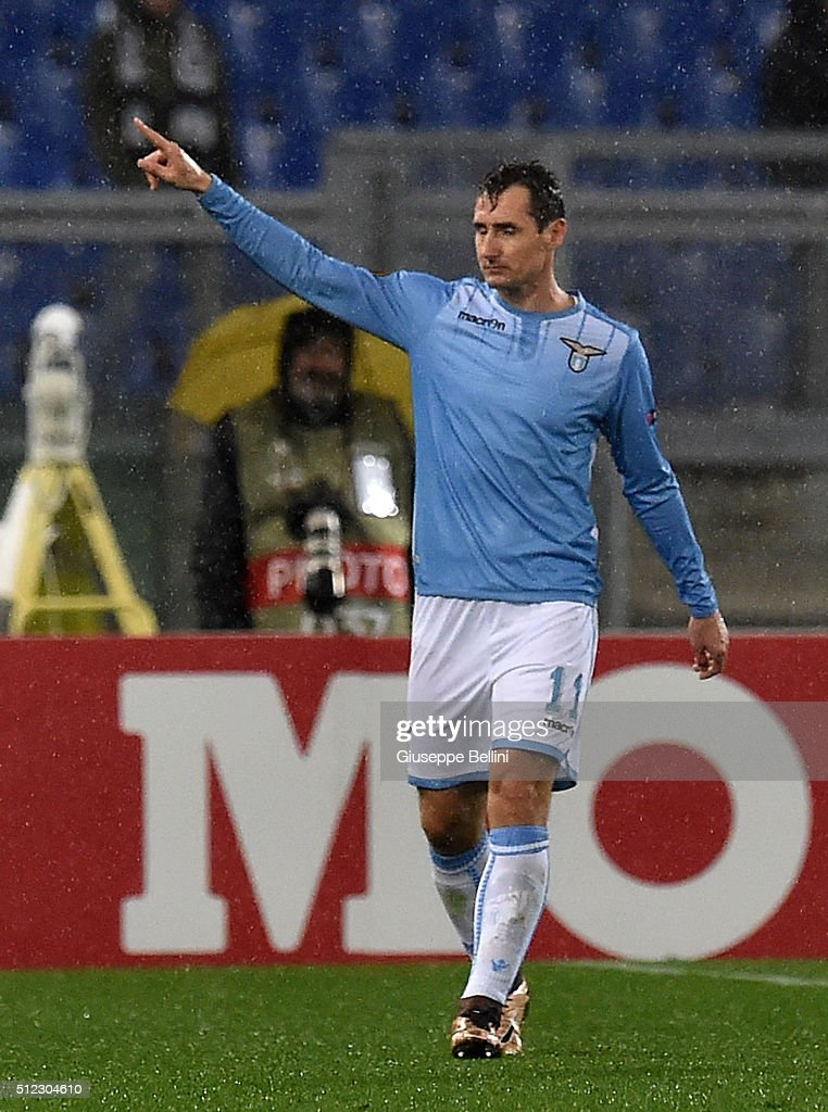 Miroslav Klose of SS Lazio celebrates after scoring the goal 3-1 during the UEFA Europa League Round of 32 second leg match between SS Lazio and Galatasaray AS on February 25, 2016 in Rome, Italy.