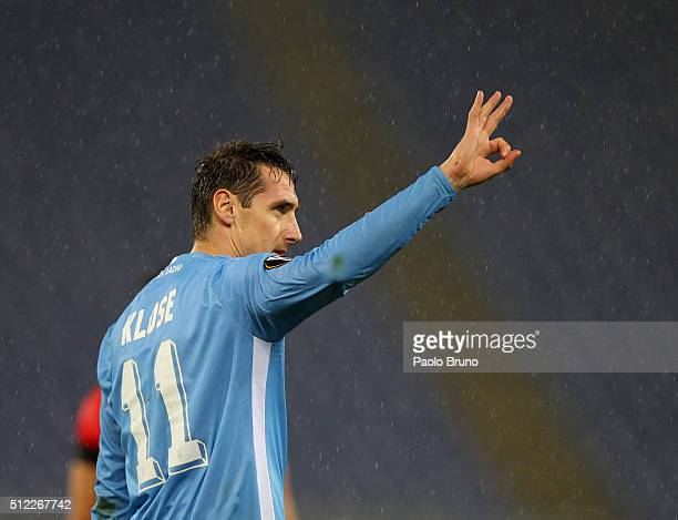 Miroslav Klose of SS Lazio celebrates after scoring the team's third goal during the UEFA Europa League Round of 32 second leg match between Lazio...