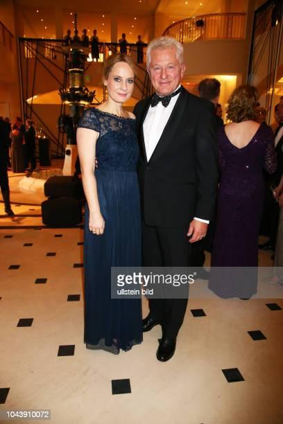 Miroslav Nemec mit Ehefrau Katrin bei dem > Bundespresseball 2017 < im Hotel Adlon in Berlin