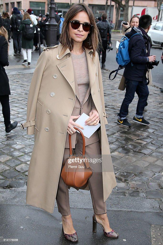 Miroslava Duma arrives at the Giambattista Valli show as part of the Paris Fashion Week Womenswear Fall/Winter 2016/2017 on March 7, 2016 in Paris, France.