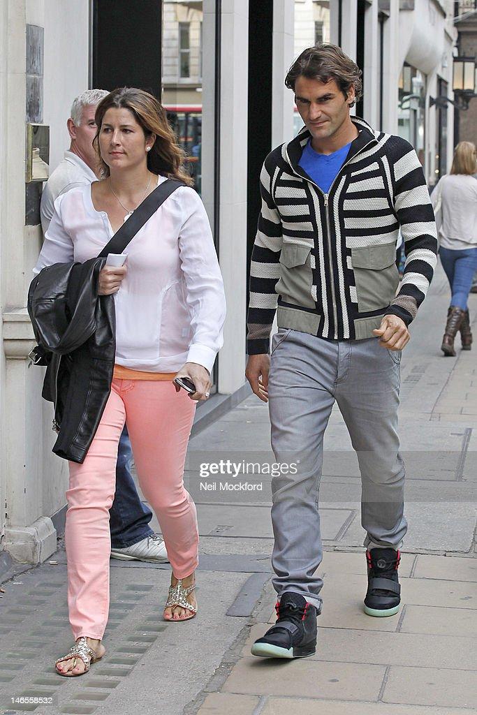 Celebrity Sightings In London - June 19, 2012 : ニュース写真