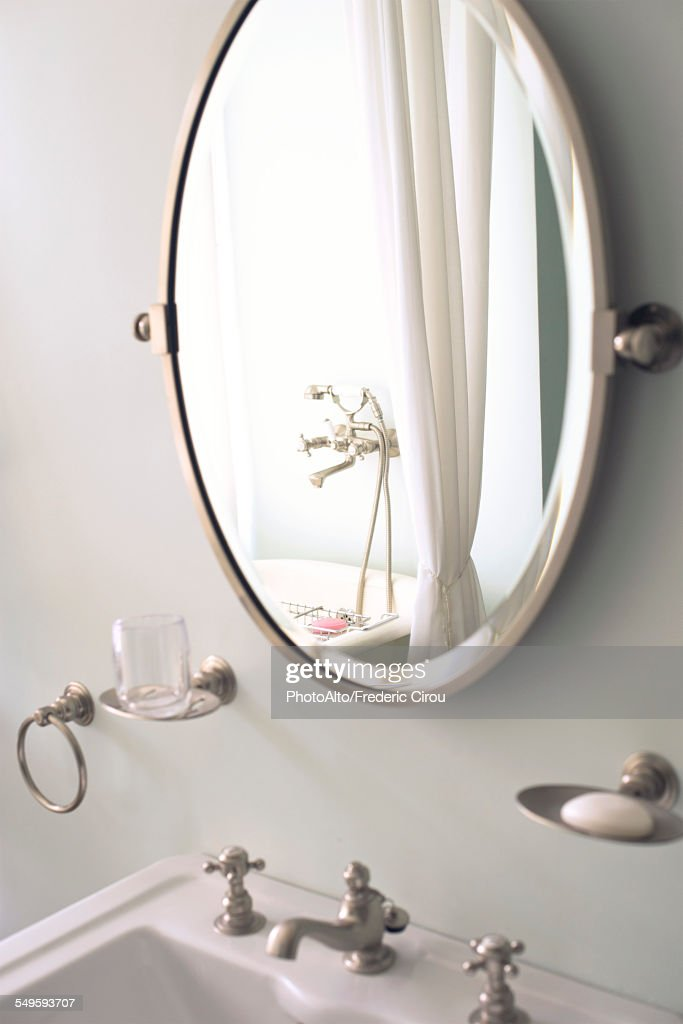 Mirror above bathroom sink : ストックフォト