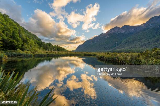 mirror lakes, new zealand - 湖 stock pictures, royalty-free photos & images
