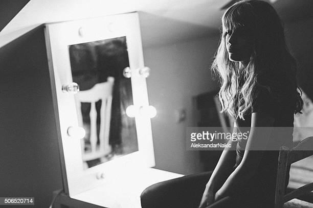 Miroir, un miroir sur le mur.