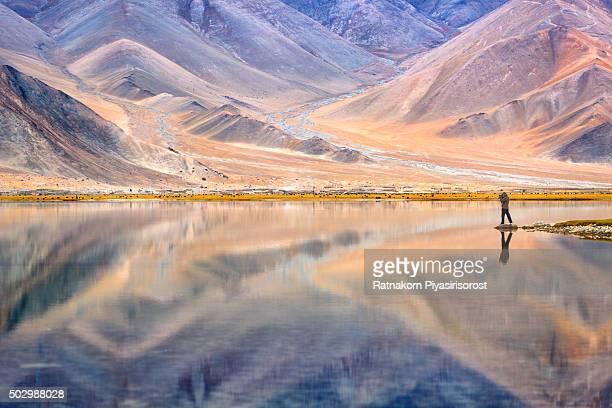 mirror of kalakul lake - kashgar - fotografias e filmes do acervo