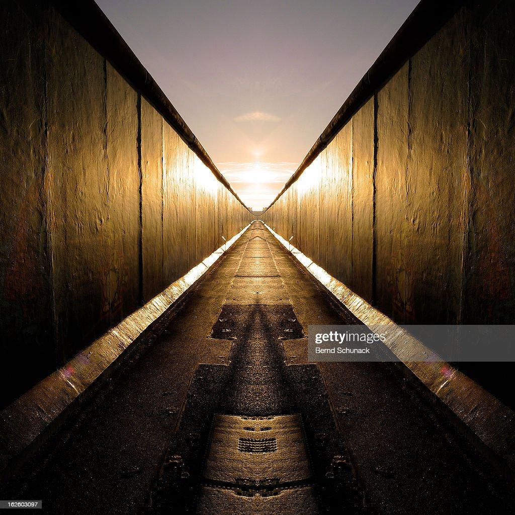 Mirrored Berlin Wall : Stock-Foto