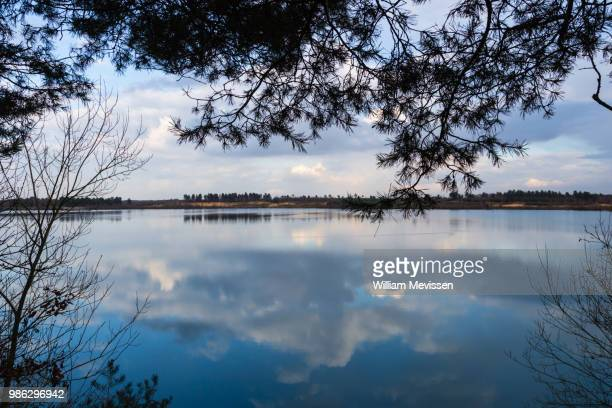 mirrored clouds - william mevissen stockfoto's en -beelden
