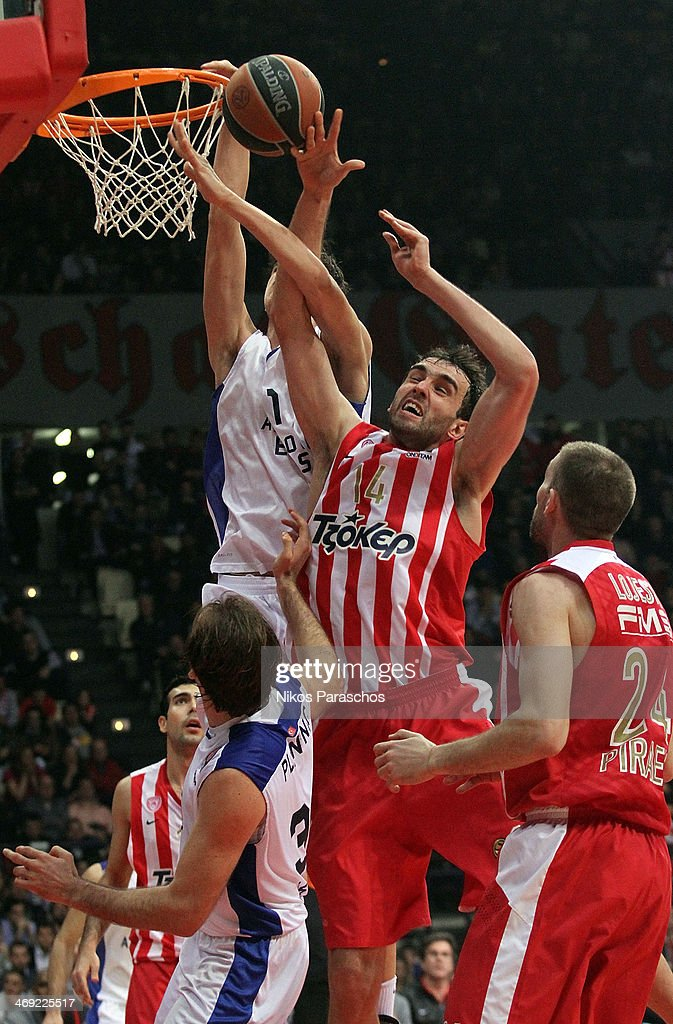 Olympiacos Piraeus v Anadolu EFES Istanbul - Turkish Airlines Euroleague Top 16