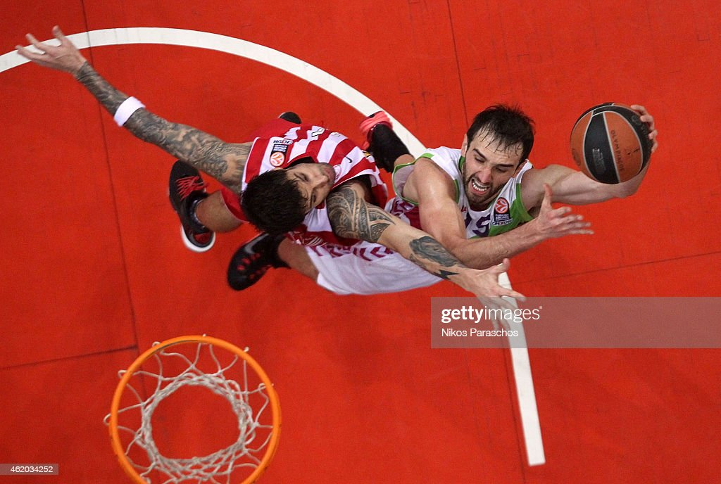 Olympiacos Piraeus v Laboral Kutxa Vitoria - Turkish Airlines Euroleague Top 16
