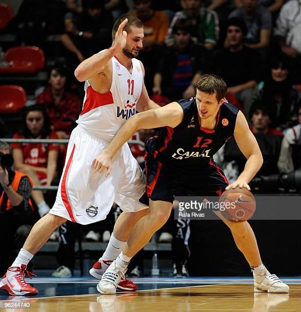 Mirza Teletovic #12 of Caja Laboral competes with Linas Kleiza #11 of Olympiacos Piraeus during the Euroleague Basketball 20092010 Last 16 Game 1...