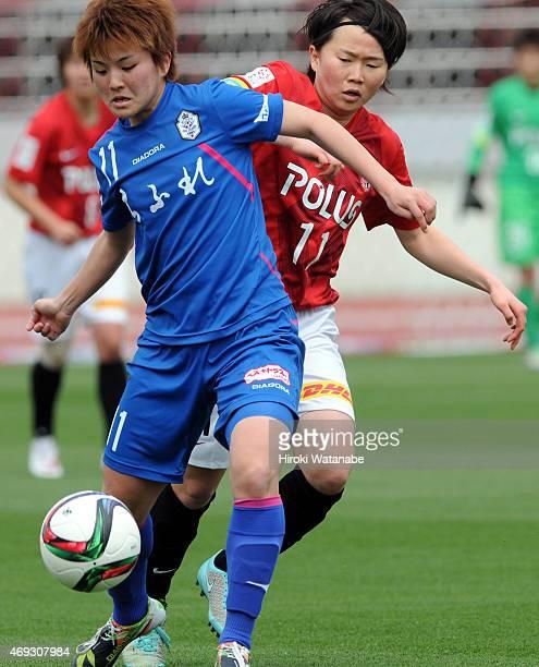 Misaki Nara of AS Elfen Saitama and Michi Goto of Urawa Reds Ladies compete for the ball during the Nadeshiko League match between Urawa Red Diamonds...