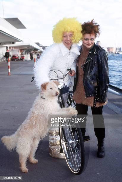 Mischlingshund Leo ist Hannelore Kroll, einer Tierpflegerin im Städtischen Tierheim, ans Herz gewachsen. Eines Tages taucht die junge Punkerin Indi...