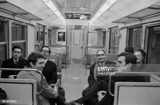 Mise en service de la section EtoileLa Défense du RER ici l'intérieur d'un compartiment le 20 février 1970 à Paris France