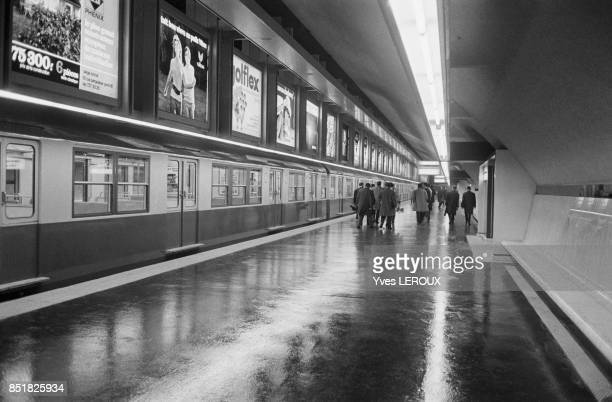 Mise en service de la section EtoileLa Défense du RER le 20 février 1970 à Paris France