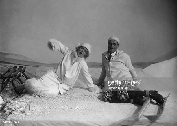 Mise-en-scene from the opera 'Intermezzo by Richard Strauss: Lotte Lehmann und Theodor Stark in the scenery of a winter landscape - 1924-...