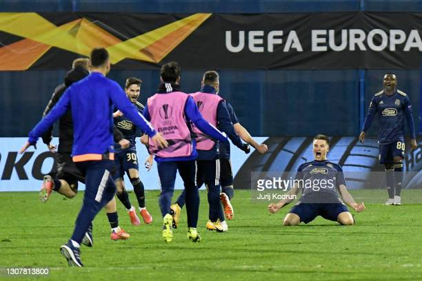 Mislav Orsic of GNK Dinamo Zagreb celebrates victory with his team mates after the UEFA Europa League Round of 16 Second Leg match between Dinamo...