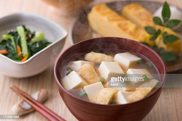miso soup with tofu and aburaage - aburaage stock pictures, royalty-free photos & images