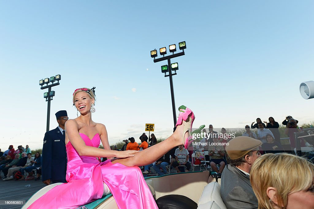 Miss America 2014 contestant Miss Iowa Nicole Kelly appears in the 2014 Miss America Competition Parade at Boardwalk Hall Arena on September 14, 2013 in Atlantic City, New Jersey.