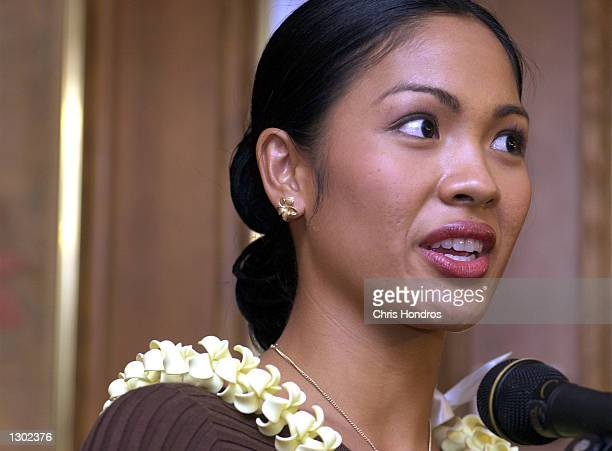 Miss America Angela Perez Baraquio meets the media in New York for the first time October 16 2000 in New York Baraquio was chosen Miss America 2001...
