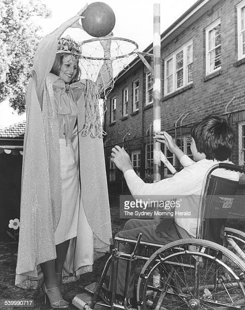 Miss Australia 1978 Gloria Krope plays netball with Lee one of the pupils at the Spastic Centre Mosman 26 October 1977 SMH Picture by STAFF