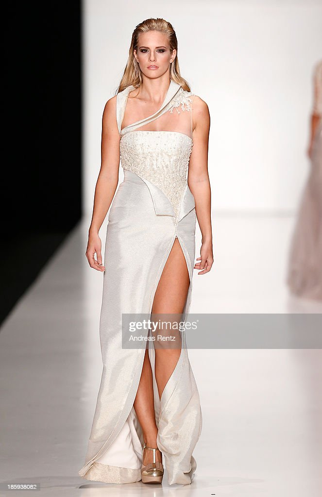 Tony Ward By Atelier Crocus Couture : Mercedes-Benz Fashion Week Russia S/S 2014 : News Photo
