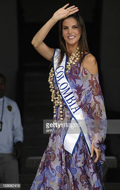 Miss Colombia Natalia Navarro Galvis waves to journalists from the Presidential palace in Panama City on July 23 2010 during the visit of Colombian...