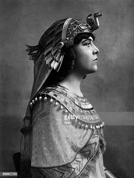 Miss Delvair in the role of Cleopatra in the week of Cornelius Pompey's death at the Comédie Française extracted Felix Photo of Le theater in June...