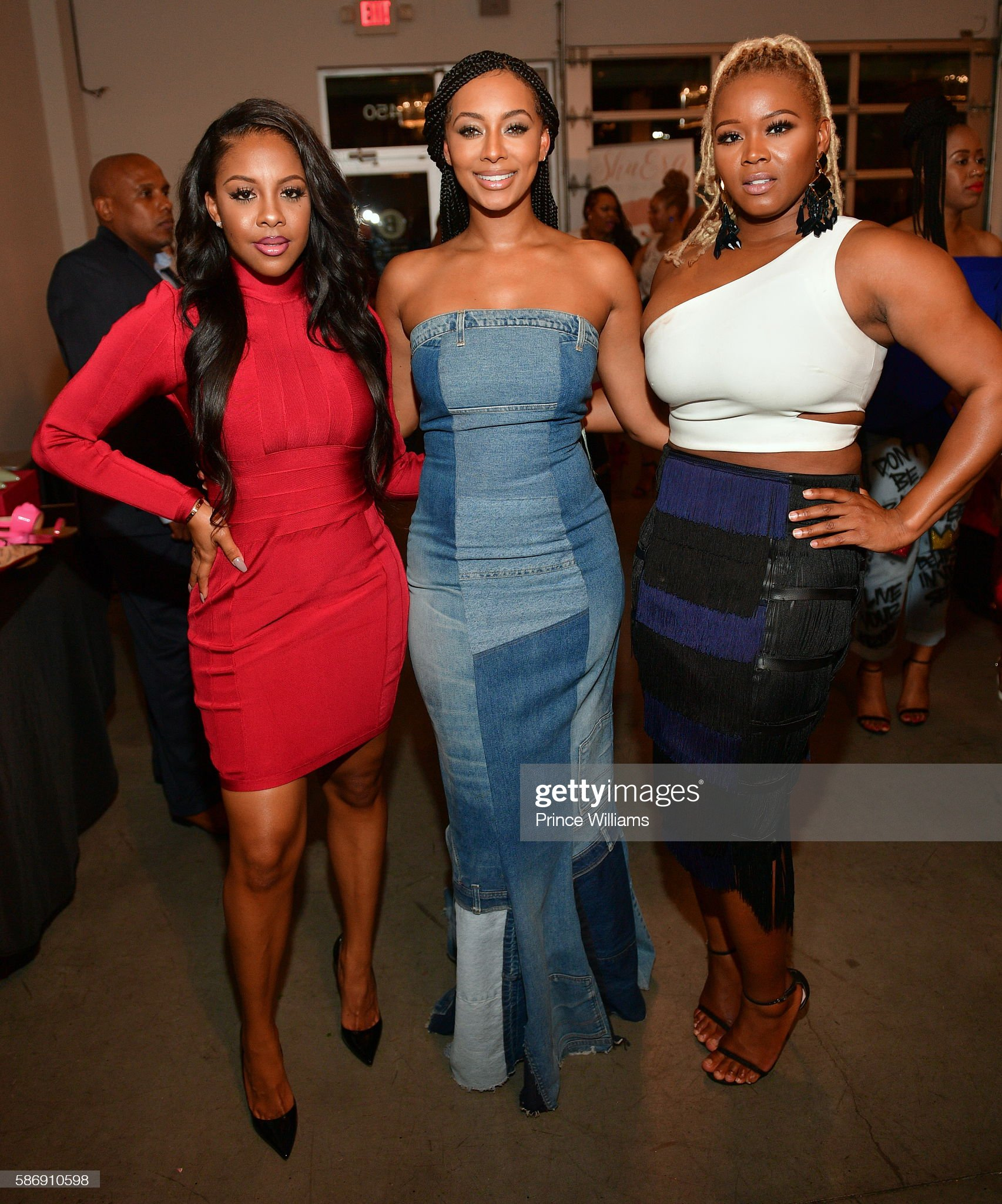 ¿Cuánto mide Miss Diddy? - Altura - Real height Miss-diddy-keri-hilson-and-claire-sulmers-attend-cocktails-with-at-b-picture-id586910598?s=2048x2048