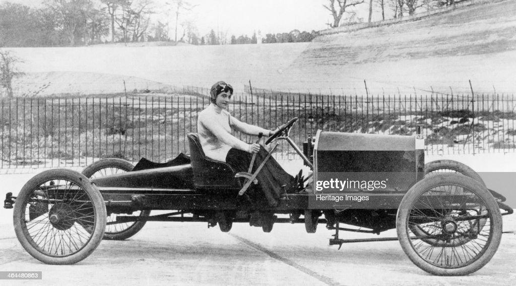 Miss Dorothy Levitt, in a 26hp Napier, Brooklands, 1908. : News Photo