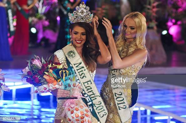 Miss Earth 2012 Tereza Fajksova passes on the title to Alyz