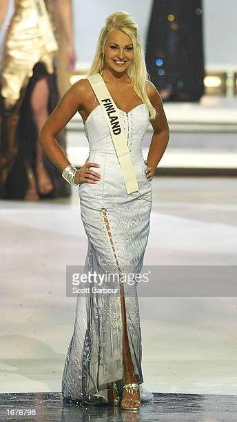 Miss Finland Hanne Hynynen stands as she is introduced to the audience during the Miss World 2002 competition December 7 2002 in London England The...