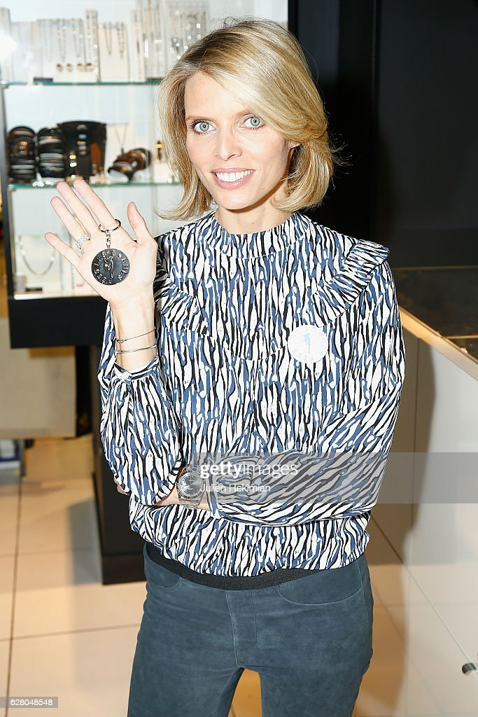 """Les Bonnes Fees & Julien D'Orcell Launch a Key Chain To Benefit ""Les Bonnes Fees Association"" In Paris"