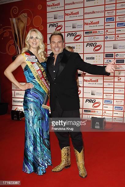 Miss Germany AnneKathrin Kosch Und Hochzeitsplaner Frank Matthee Bei Der Verleihung Der Lea Awards In Der Frankfurter Festhalle In Frankfurt