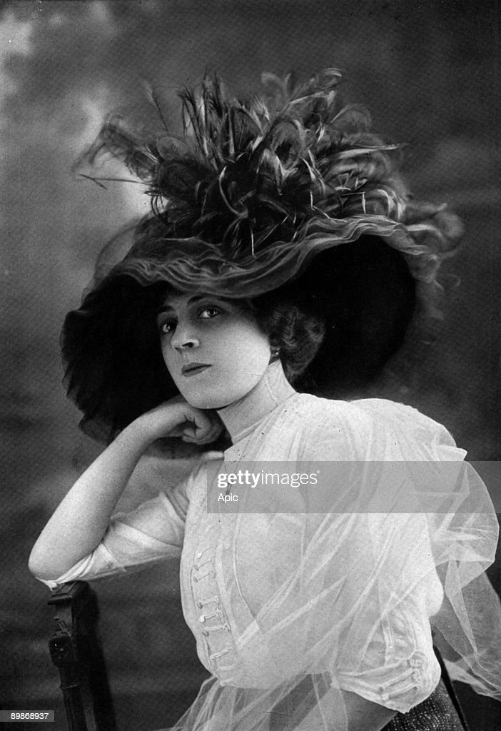 Miss Ida Rubinstein wearing a hat of Mrs. Lentheric extracted from the newspaper 'The theater' in July 1912 : News Photo