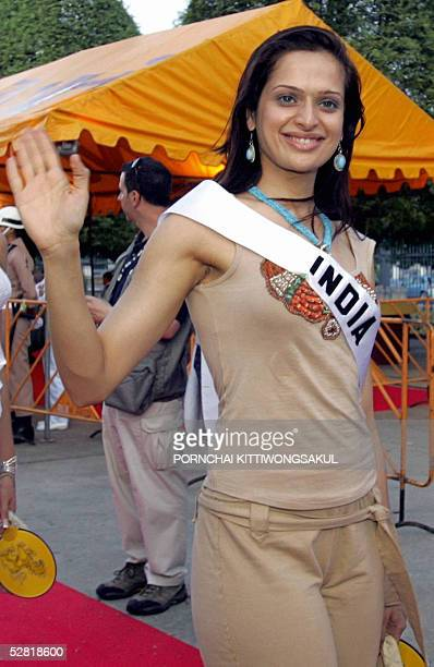 Miss India Amrita Thapar waves as she strolls down the red carpet during a parade in front of the Grand Royal Palace in Bangkok 13 May 2005 Hundreds...