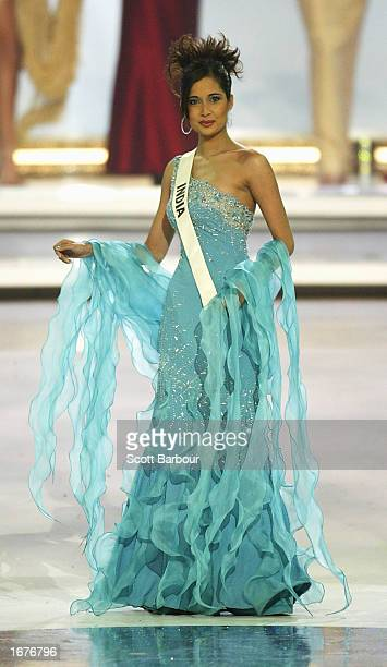 Miss India Shruti Sharma stands as she is introduced to the audience at the Miss World 2002 competition December 7 2002 in London England The Miss...