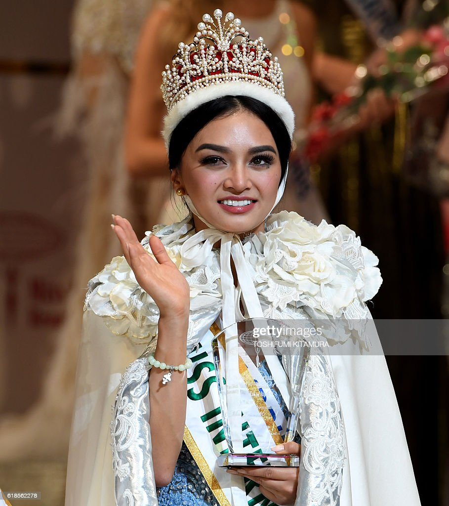Miss International Kylie Verzosa From Philippines Waves During The Miss International Beauty Pageant Final In Tokyo