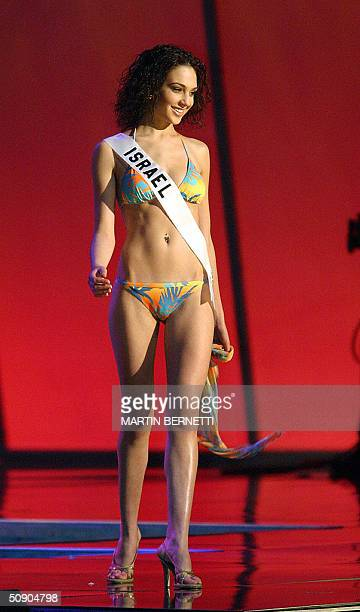 Miss Israel Gal Gadot walks on the stage in swimming suite during the first official presentation with the panel of judges in Quito 27 May 2004 The...